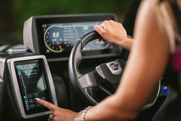 Malibu-22-MXZ-Touch-Screen-Systems-Control
